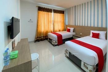 RedDoorz Plus @ Cemara Asri Medan Deli Serdang - RedDoorz Twin Room AntiBoros