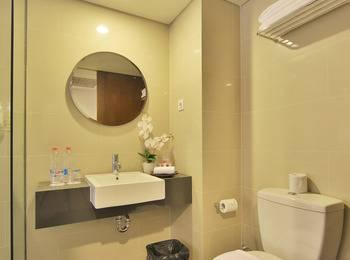 J4 Hotels Legian - Superior Room Only Penawaran Terakhir Diskon 43% !! Waktu terbatas