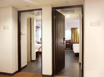 J4 Hotels Legian - 2 Kamar Superior Bersebelahan Double atau Twin Bed RBF Regular Plan