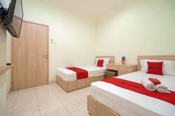 RedDoorz Syariah @ Cinere Depok Depok - RedDoorz Twin Room with Breakfast Last Minute