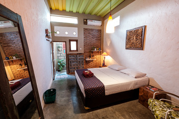 Nextdoor Homestay Yogyakarta - Deluxe Room Regular Plan