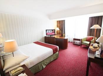 Redtop Hotel & Convention Center Jakarta - Superior Room (No Breakfast) Last Minutes Daily Deals