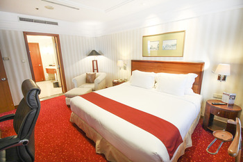 Redtop Hotel & Convention Center Jakarta - Executive Suite With Breakfast Regular Plan