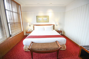 Redtop Hotel & Convention Center Jakarta - Plaza Club Suite With Breakfast Last Minutes Daily Deals
