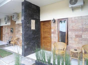 Beto Guest House Yogyakarta - Deluxe room Regular Plan