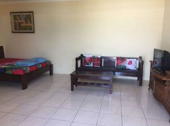Wisma Mila Tepi Pantai Karang Hawu - Deluxe Villa Room Only Special Rate