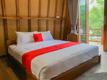 RedDoorz Resort @ Cianjur City Park Cianjur - RedDoorz Premium with Breakfast Gajian