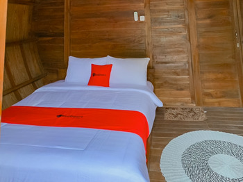 RedDoorz Resort @ Cianjur City Park Cianjur - RedDoorz Suite with Breakfast Best Deal