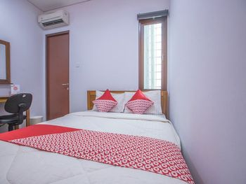 OYO 1496 Weleri 07 Jakarta - Standard Double Room Regular Plan