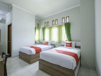 OYO 2072 Wisma Teratai Cirebon - Deluxe Twin Room Regular Plan