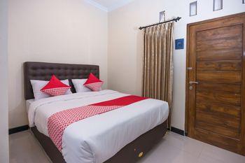 OYO 1226 Al Abror Homestay Yogyakarta - Standard Double Room Regular Plan