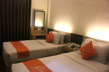 TOP Malioboro Hotel Yogyakarta - Business Twin Room With Breakfast Promo Stay Hepi