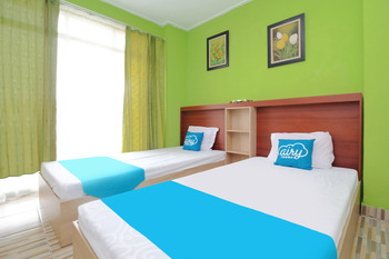 Airy Eco Syariah Tebet Stasiun Cawang Asem Baris Raya 158 Jakarta - Deluxe Twin Room with Breakfast Regular Plan