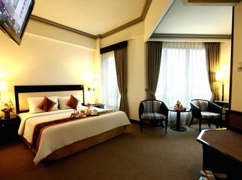 Travellers Hotel Jakarta - Business Room With Breakfast OCTOBER PROMO