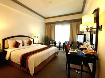 Travellers Hotel Jakarta - Deluxe Room With Breakfast HOT PROMO