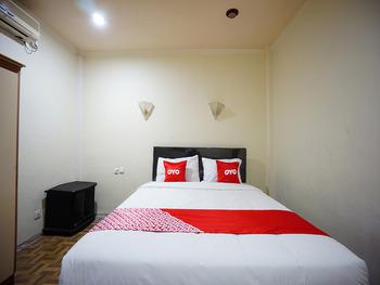 OYO 2217 Galaxy Hotel Manado - Deluxe Double Room Regular Plan