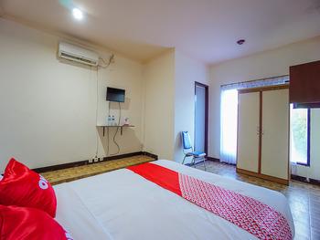 OYO 2217 Galaxy Hotel Manado - Standard Double Room Regular Plan