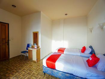 OYO 2217 Galaxy Hotel Manado - Deluxe Twin Room Regular Plan