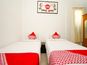 OYO 662 Miracle Homestay Syariah Surabaya - Standard Twin Room Regular Plan