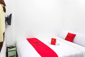RedDoorz @ Galuh Mas  Karawang - RedDoorz Room Basic Deal