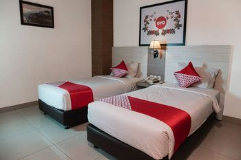 Capital O 1101 Winstar Hotel Pekanbaru - Standard Twin Room Regular Plan