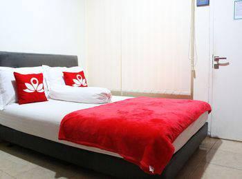 ZenRooms Salemba Syariah Jakarta - Double Room Regular Plan
