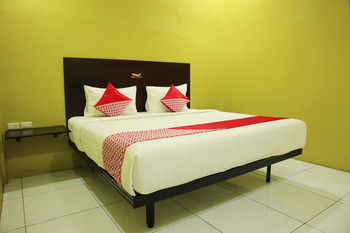 OYO 870 Aero Hotel Deli Serdang - Deluxe Double Room Regular Plan