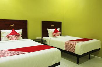 OYO 870 Aero Hotel Deli Serdang - Deluxe Twin Room Regular Plan