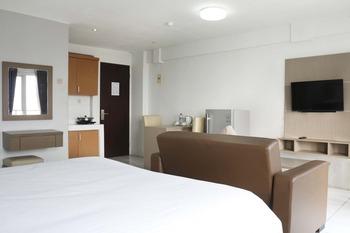 Indoluxe Rent Apartement Bekasi Bekasi - Deluxe Studio Queen Room Only Regular Plan