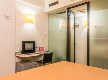 ZenRooms Sanur Bypass Ngurah Rai 1 - Double Room (Room Only) Regular Plan