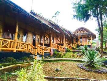 Puncak Darajat Resort Garut - Standard Pondok Bambu Regular Plan