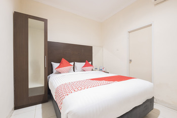 OYO 317 New Legend Hotel Makassar - Deluxe Double Room Regular Plan