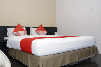 OYO 224 Wisma Grand Kemala Palembang - Deluxe Double Long Stay