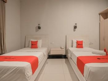 RedDoorz Plus @ Payo Selincah Jambi Jambi - Twin Room Last Minute Deal