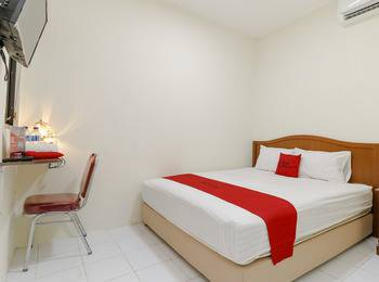 RedDoorz near Ciputra World Kuningan 2 - Reddoorz Room with Breakfast last minute