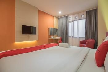 RedDoorz Plus @ Cherry Homes Bandung - RedDoorz Suite with Breakfast Regular Plan