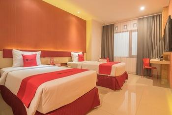 RedDoorz Plus @ Cherry Homes Bandung - RedDoorz Deluxe Twin with Breakfast Regular Plan