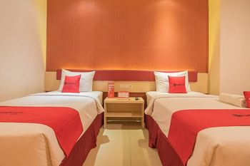 RedDoorz Plus @ Cherry Homes Bandung - RedDoorz Deluxe Twin Room Regular Plan