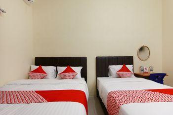 OYO 1332 Almonsari Residence Medan - Suite Triple Regular Plan