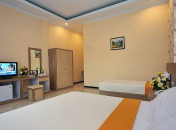 Hotel New Merdeka Pati - Deluxe Double Bed Regular Plan