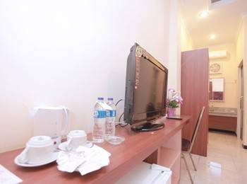 Hotel New Merdeka Pati - Deluxe Room ( Double + Single ) Regular Plan