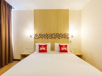 ZenRooms Kuta Tuban Suites - Double Room (Room Only) Regular Plan