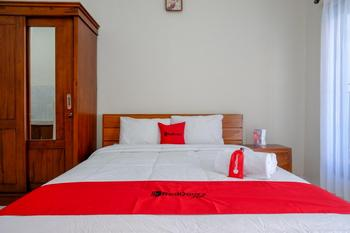 RedDoorz near Mertasari Beach Bali - RedDoorz Room Regular Plan