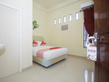 OYO 2555 Diva Residen Jambi - Standard Double Room Regular Plan