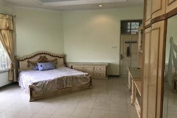 OYO 2621 Darmo Palace Syariah