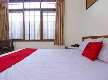 RedDoorz Near Rumah Mode Bandung - RedDoorz SALE Regular Plan