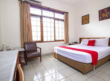 RedDoorz Near Rumah Mode Bandung - RedDoorz Family Room Regular Plan
