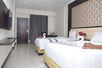 Sindoro Hotel by Conary Cilacap - Deluxe Twin Room Only Regular Plan