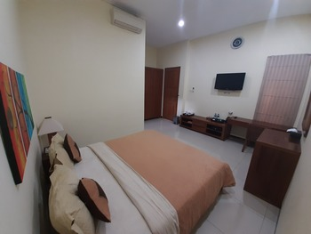 Alloro Guesthouse  Pacitan - Superior Room Regular Plan