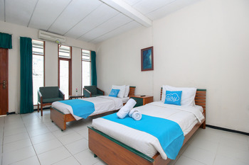 Airy Raya Cimanuk 311 Garut Garut - Superior Twin Room with Breakfast Special Promo 4
